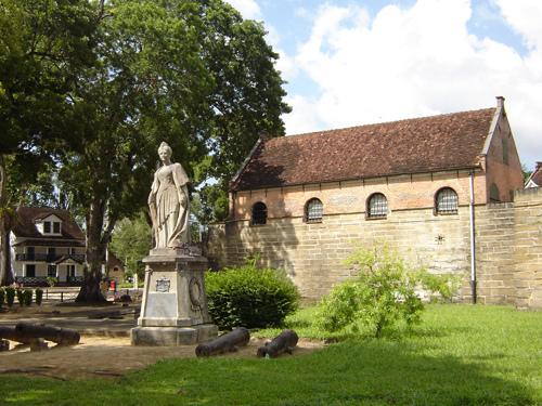 statue of queen wihelmina, suriname
