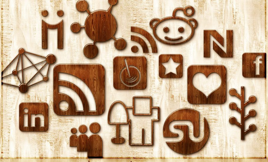 4305344218 3c422206d8 o 909x550 - How Are Travelers Using Social Media?