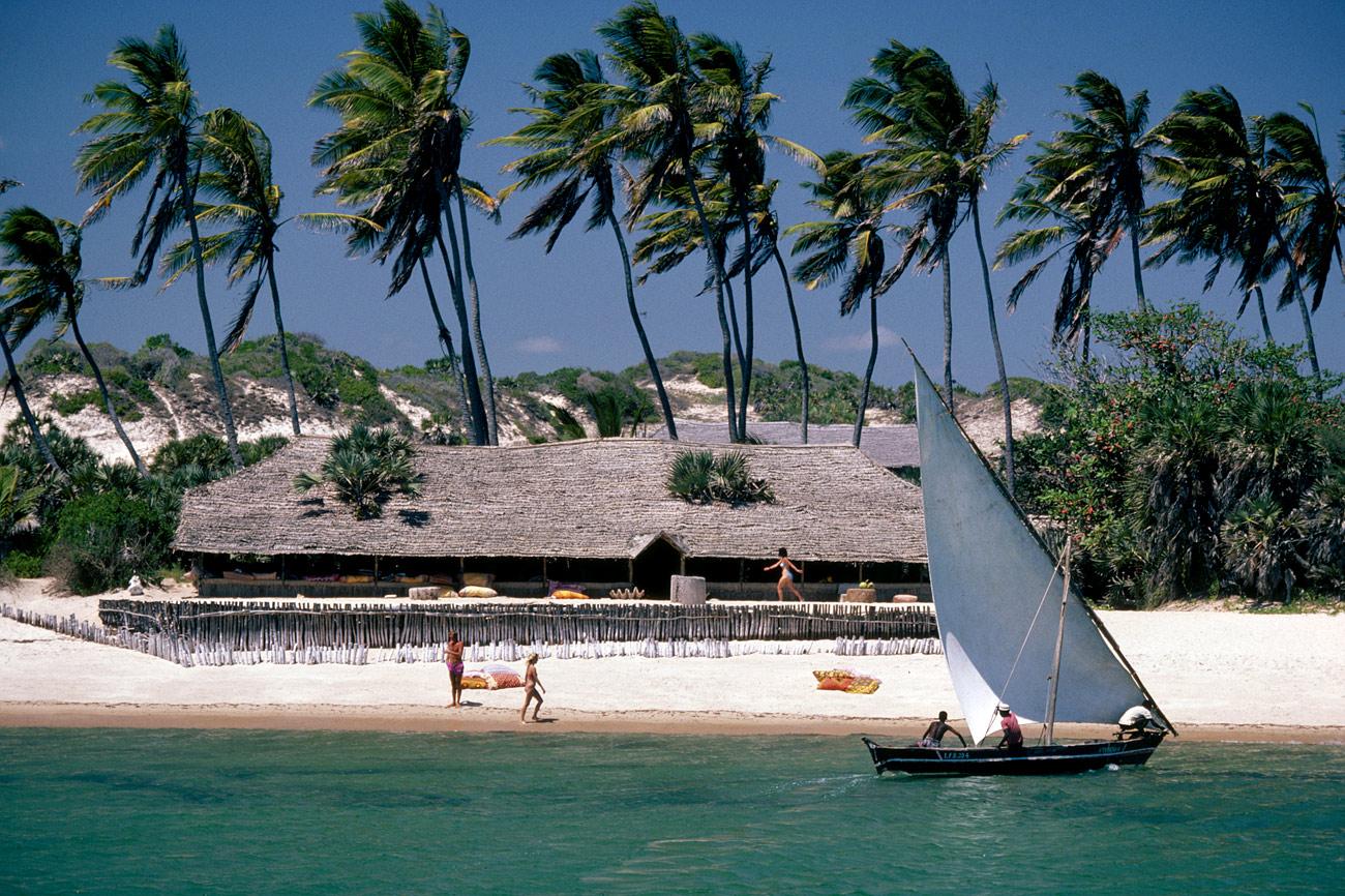 lamu-beach-kenya-1300