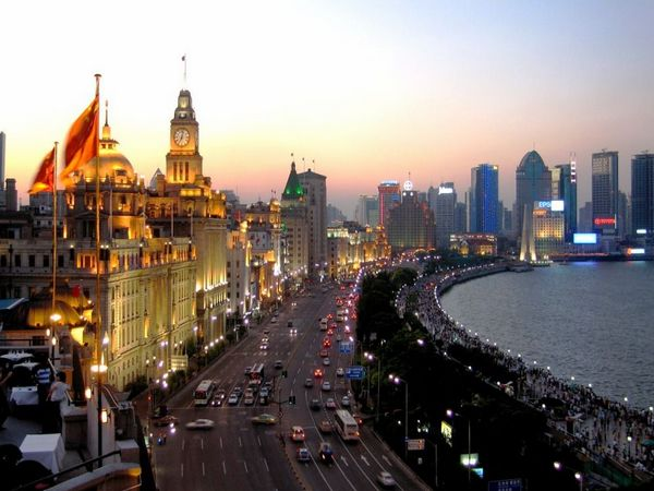 the-bund-at-the-dusk-in-Shanghai